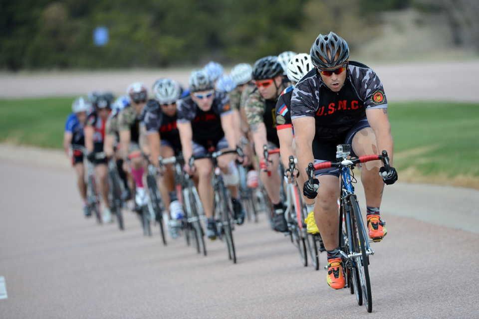 熟練した自転車のロードレーサー達